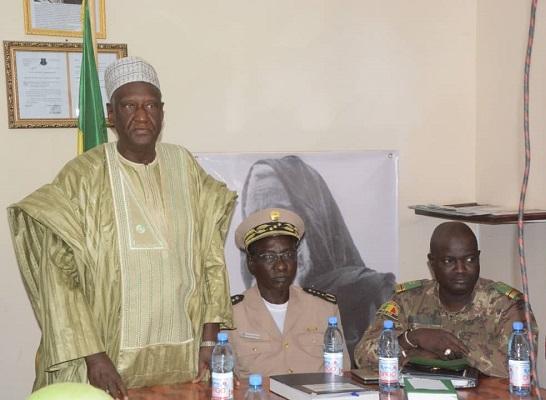 Tombouctou : L'ancien PM Ousmane Issoufi Maïga rend visite aux FAMa.