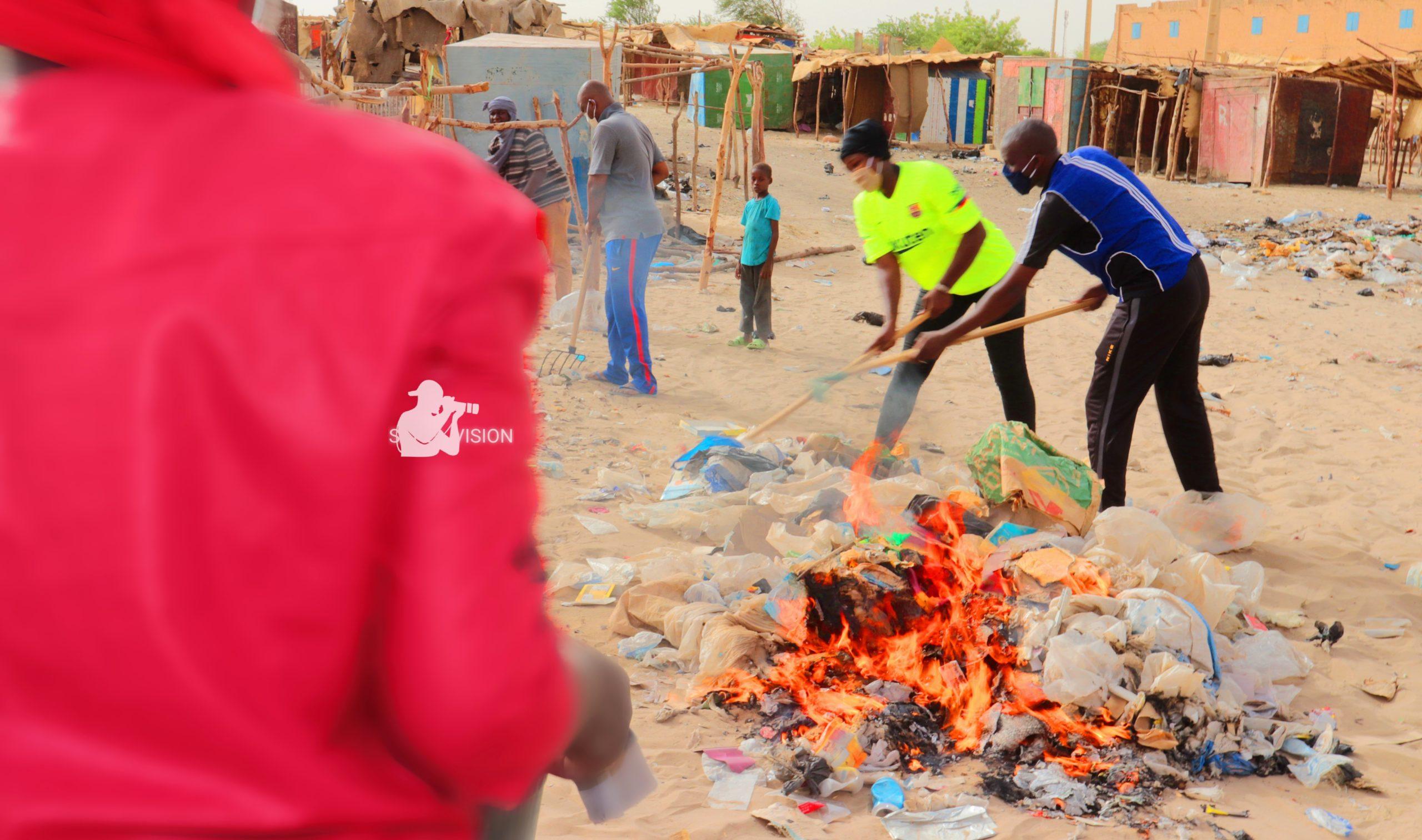 Le comité des jeunes de Sankoré face aux bassins de Billy Bangou!