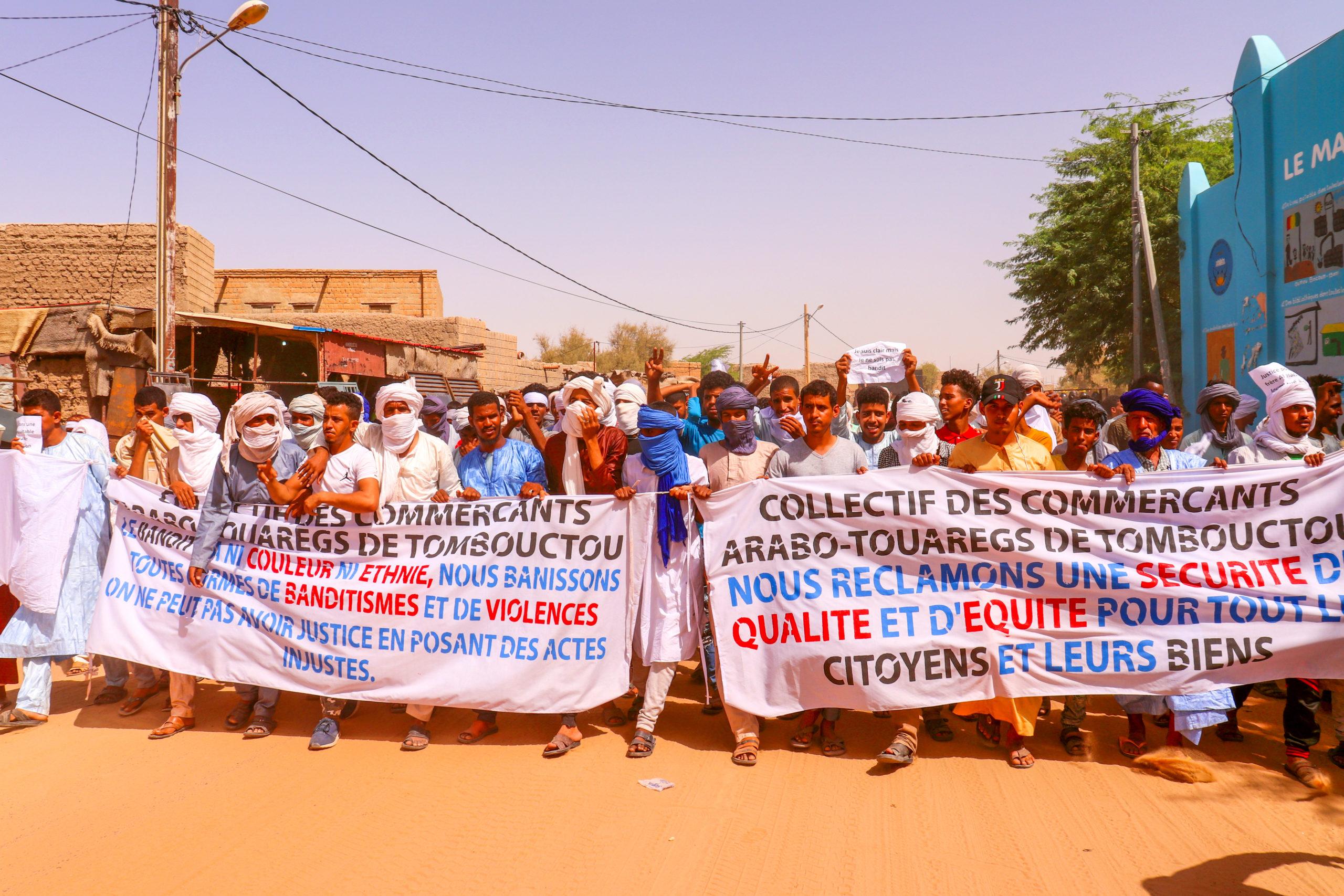 Les collectif des commerçants arabo-Touaregs de Tombouctou dans les rues de Tombouctou.